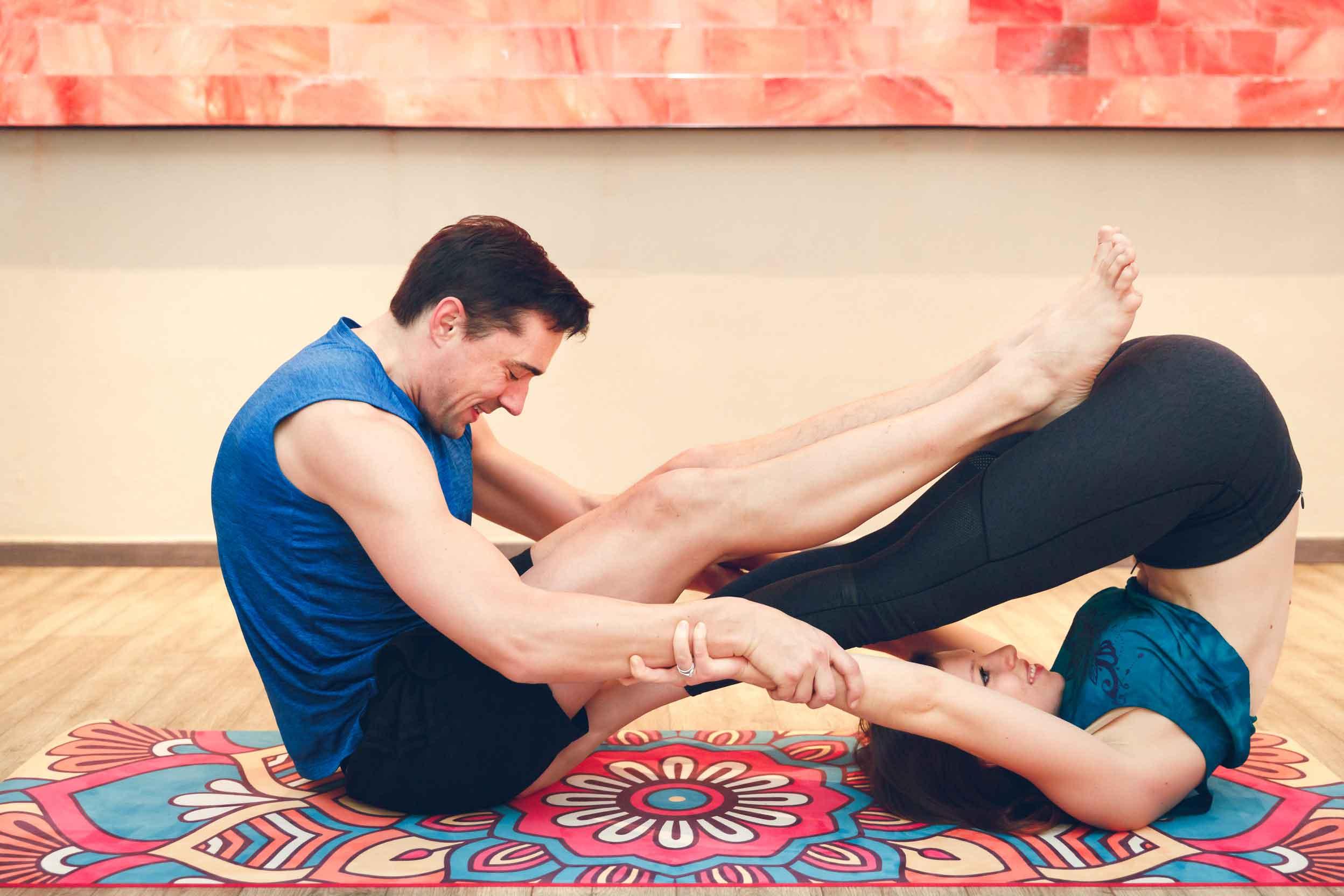 Sportliches Paarshooting im Yogastudio Schwabach IMG 67024w
