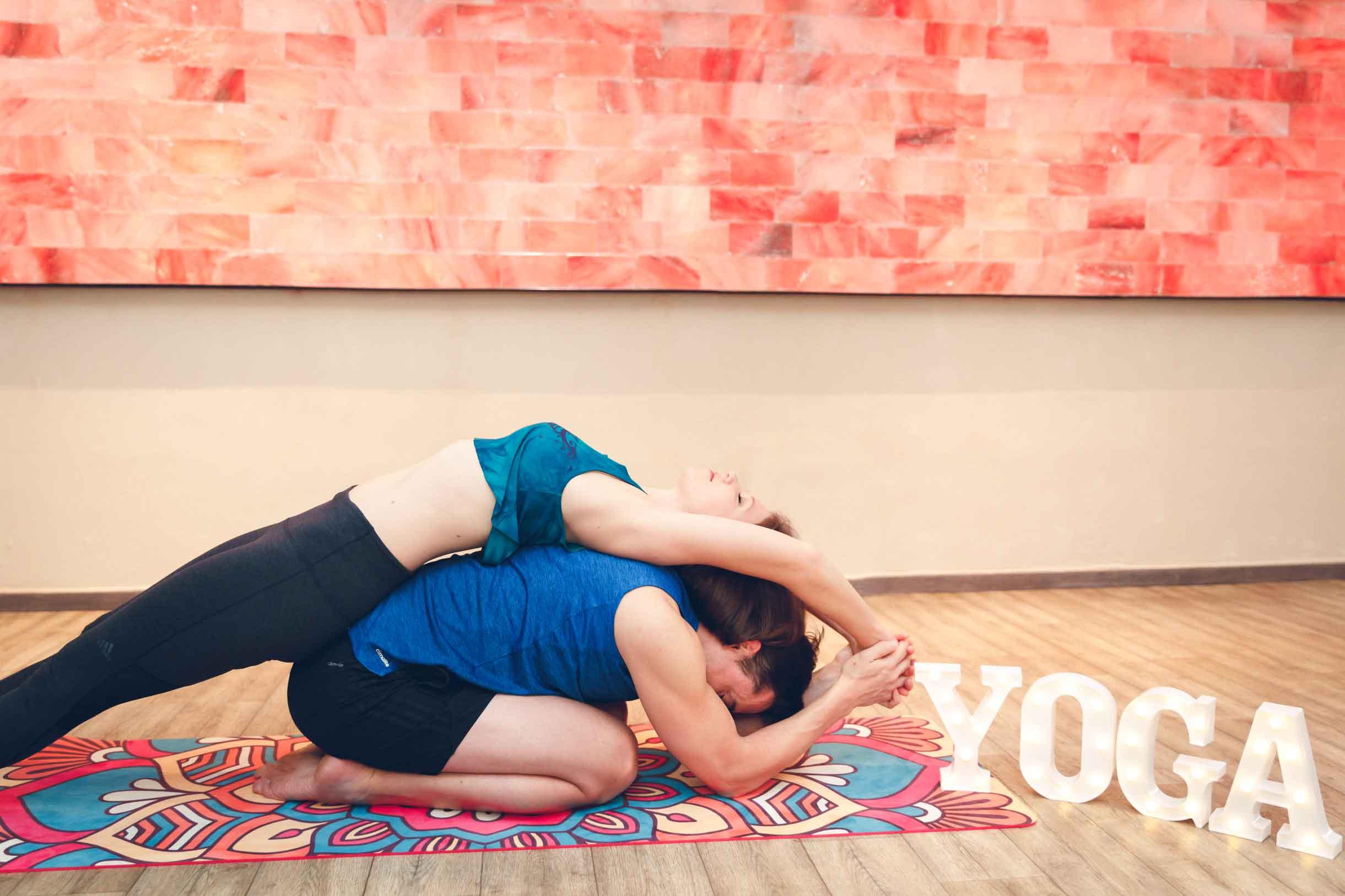 Sportliches Paarshooting im Yogastudio Schwabach IMG 6722w