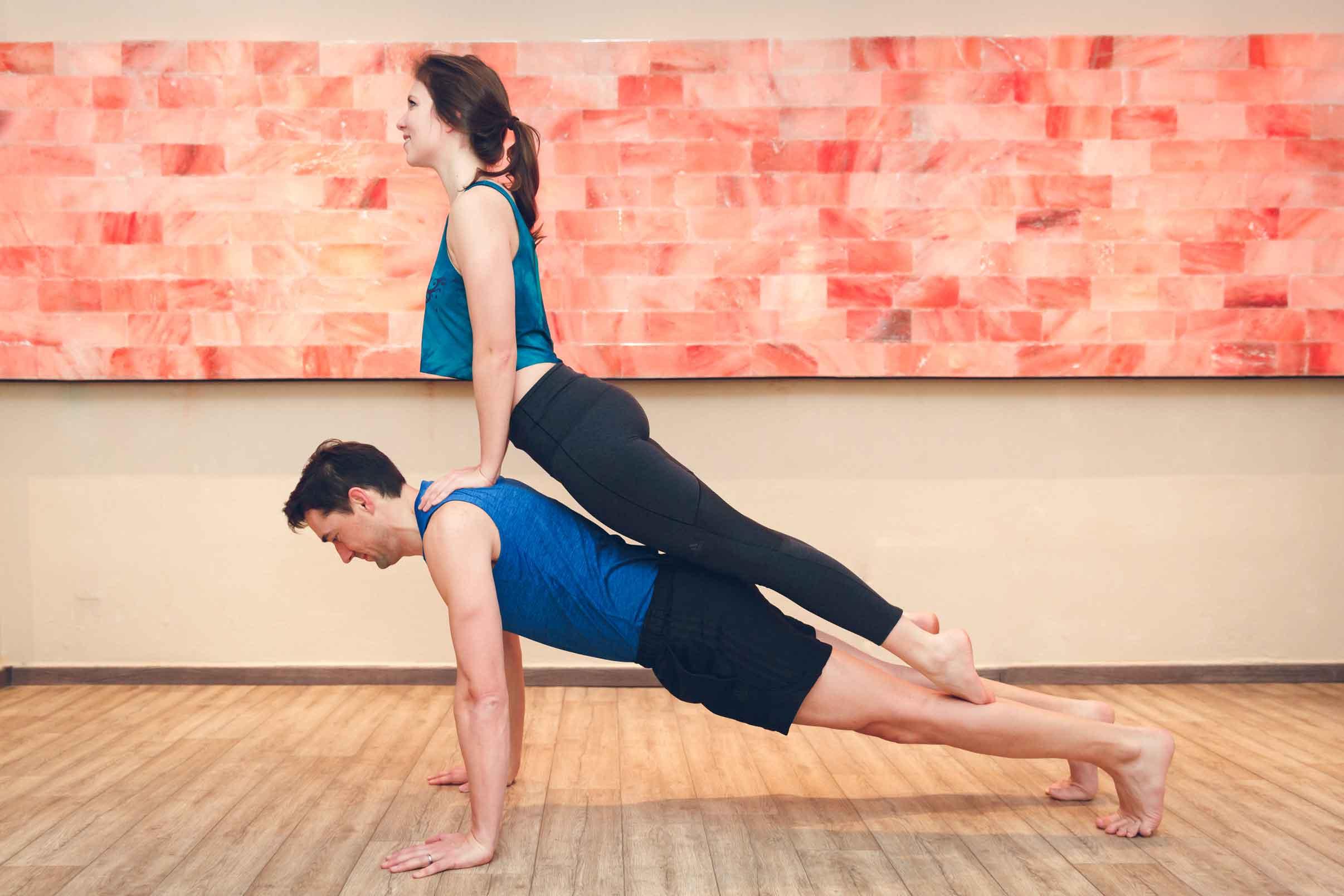 Sportliches Paarshooting im Yogastudio Schwabach IMG 6849w