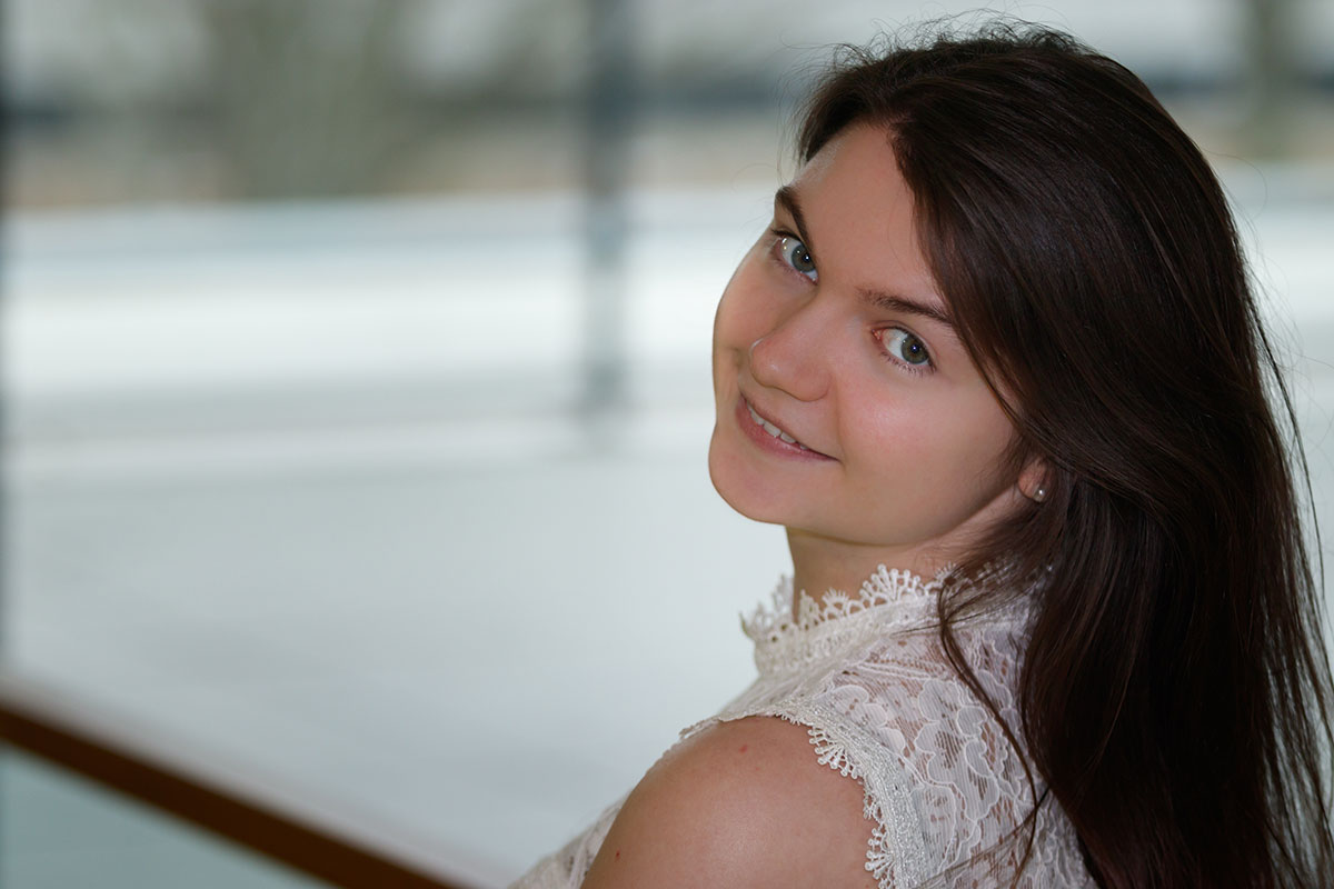 Bewerbungsbilder und Beautyportraits – Natürliches Licht Dank Fensterfront IMG7318w