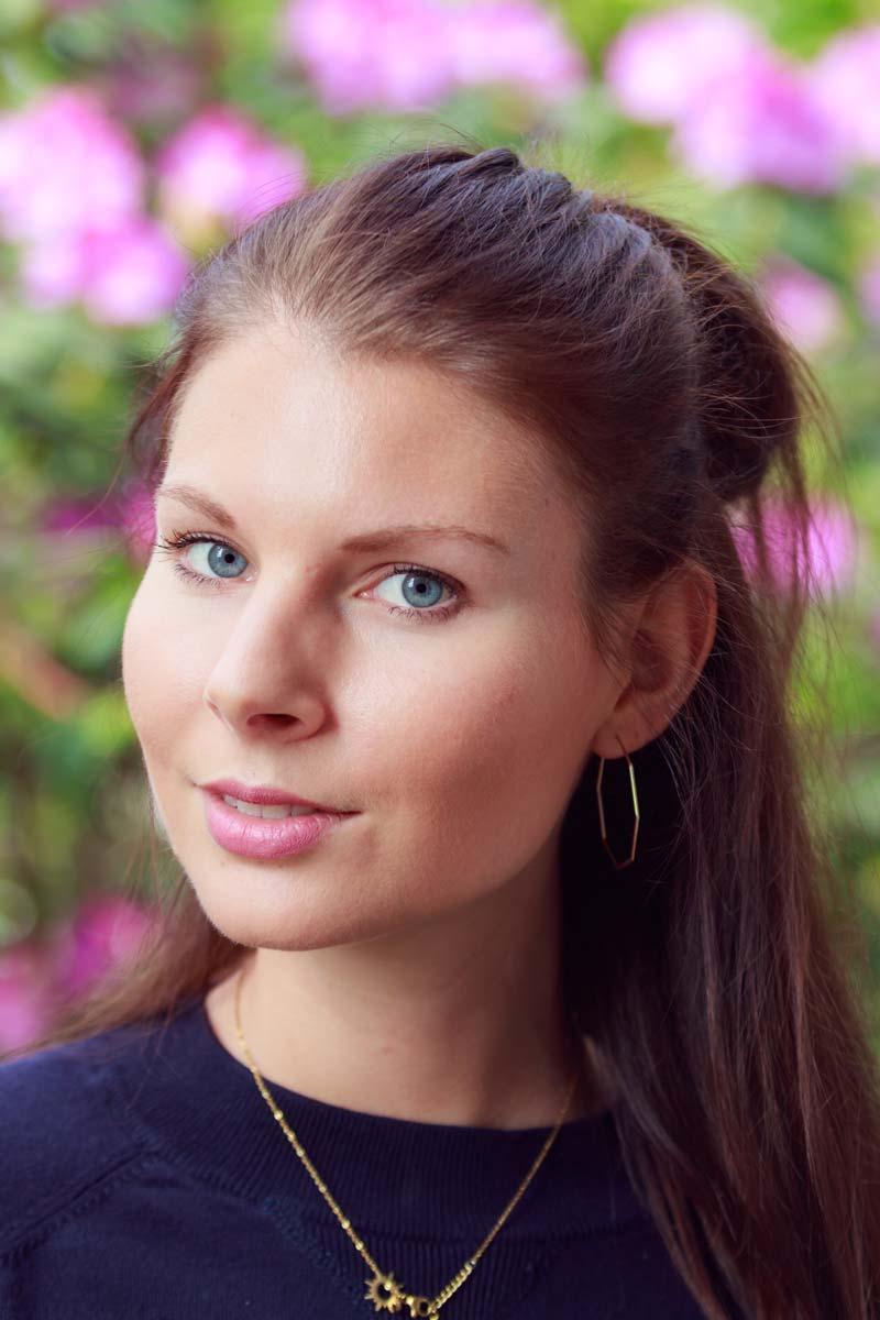 Portraitshooting mit Blumenbokeh und einem Gast IMG 9413w