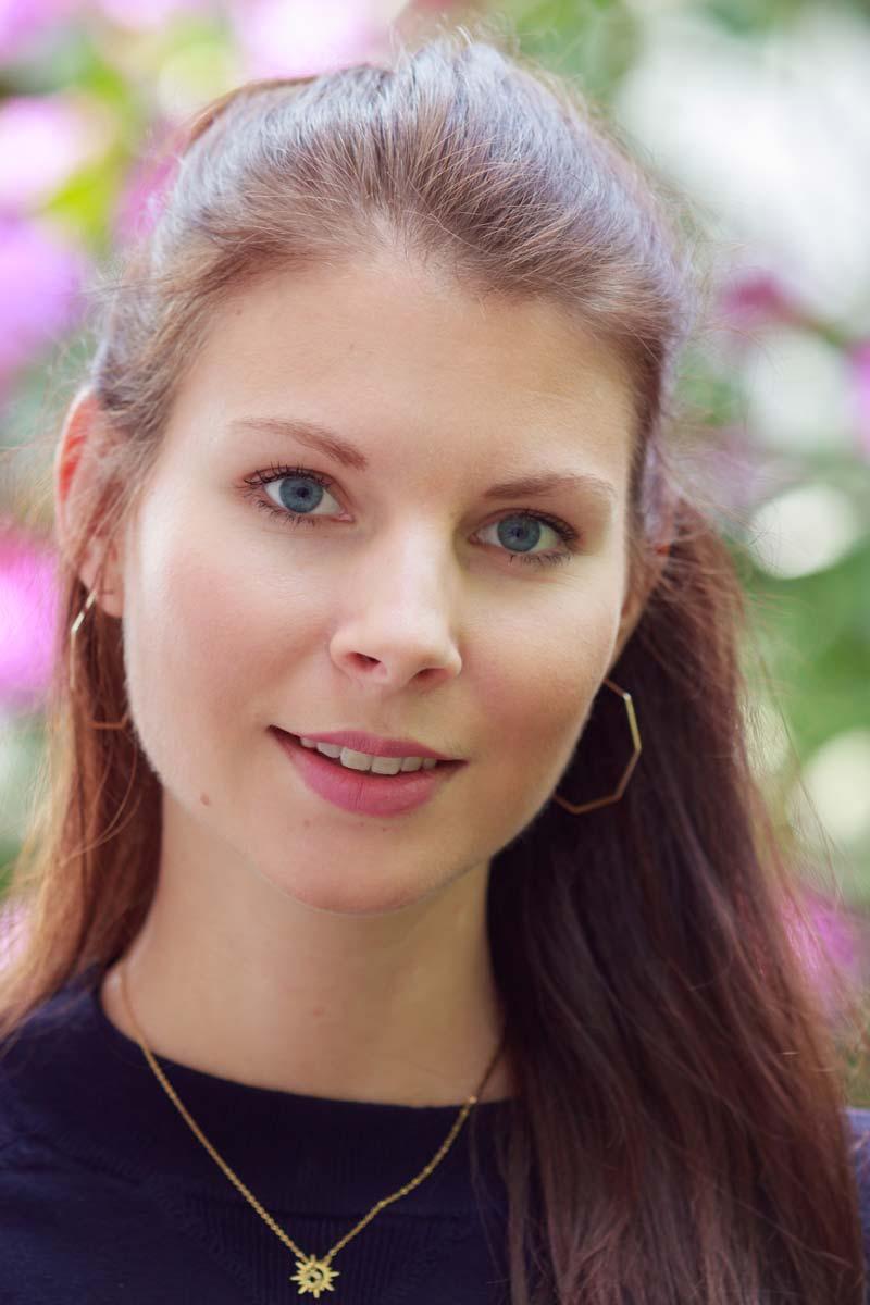 Portraitshooting mit Blumenbokeh und einem Gast IMG 9415w