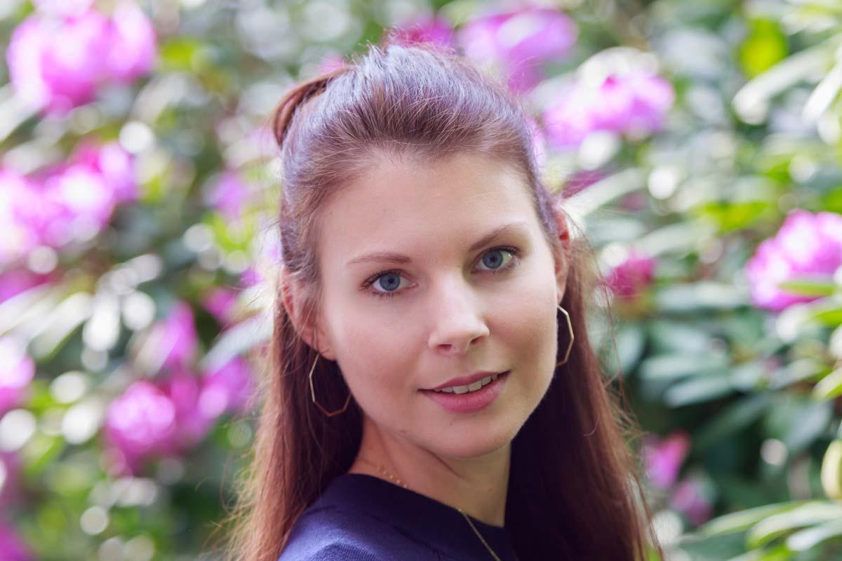 Portraitshooting mit Blumenbokeh und einem Gast IMG 9419w