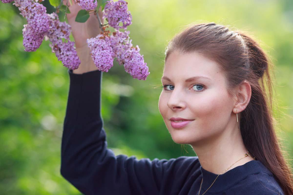 Portraitshooting mit Blumenbokeh und einem Gast IMG 9432w