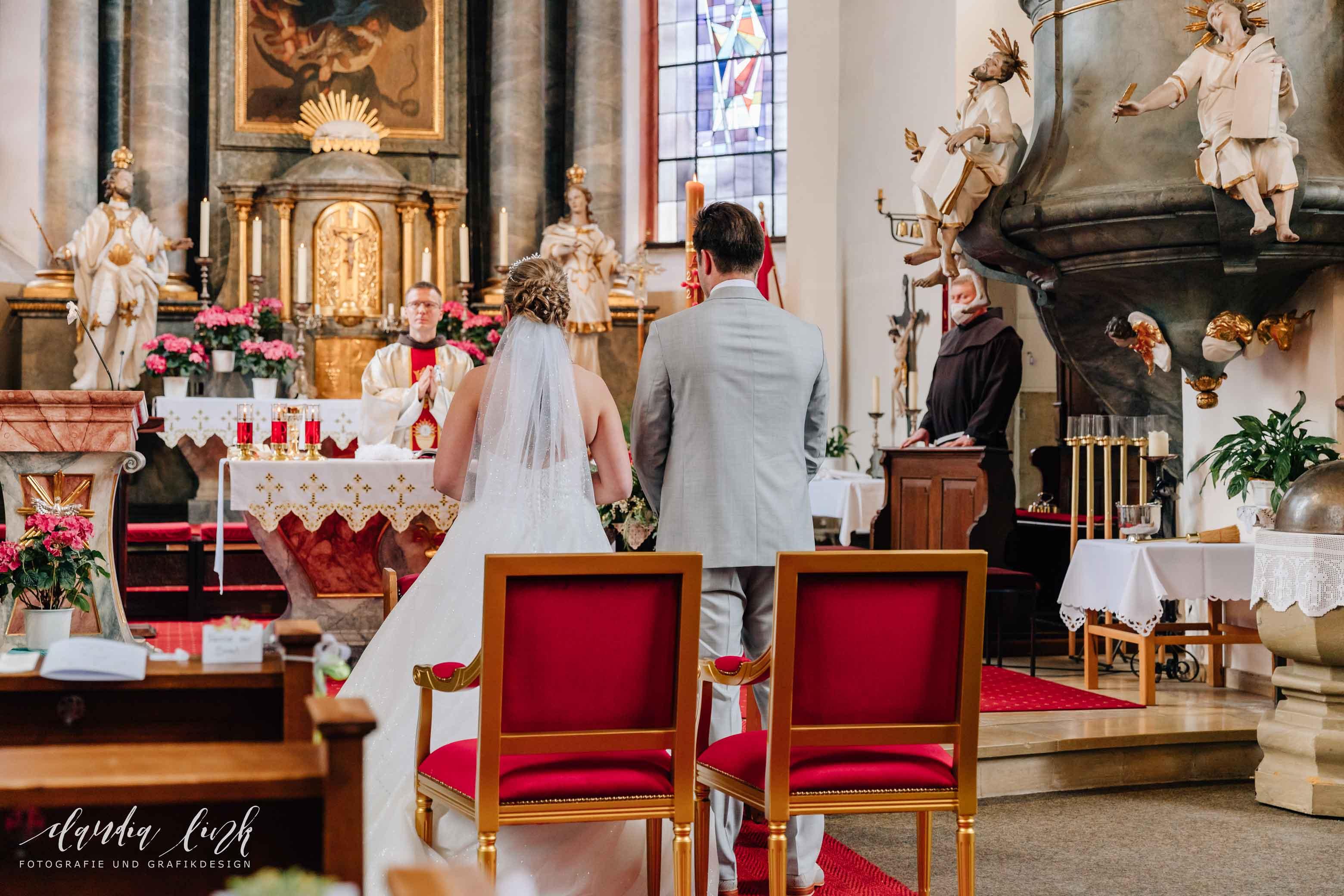 Kirchliche Hochzeit in Corona-Zeiten im fränkischen Burgkunstadt IMG 9782w