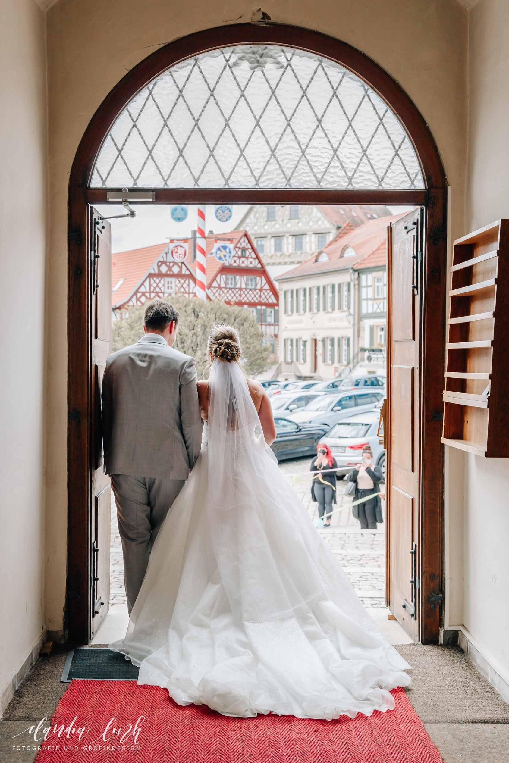 Kirchliche Hochzeit in Corona-Zeiten im fränkischen Burgkunstadt IMG 9985w