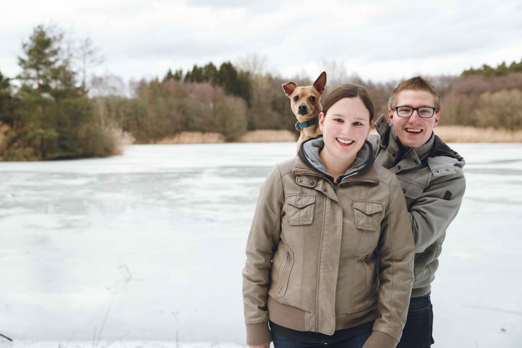 Kurzweiliges Paarshooting am Rothsee mit Hund Lucky IMG 8089w