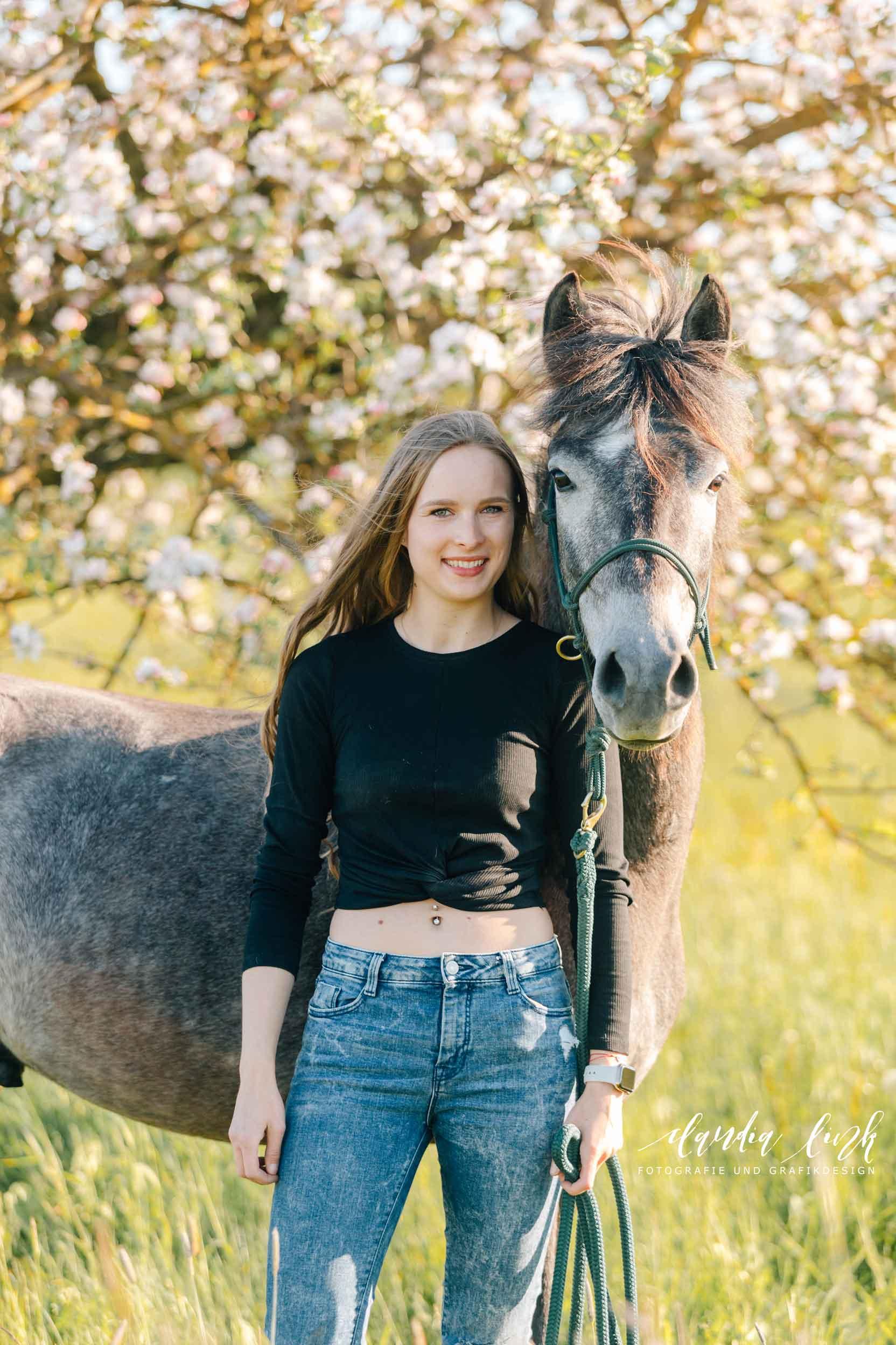 Sommerliches Pferdeshooting bei Sonnenuntergang IMG 8357w