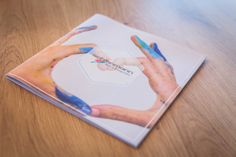 Unternehmensbroschüre in farbenfrohem Design IMG 0366w